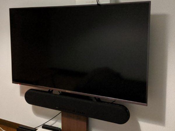 【壁掛け風】50インチTVとTVスタンドとサウンドバーの取り付け